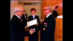 Der Ost-Berliner Anwalt Wolfgang Vogel mit Erich Honecker