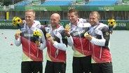 Die Goldmedaille geht an den deutschen Kajak-Vierer.