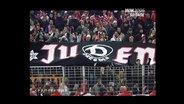 Ein antisemitisches Banner in einem Fußballstadion