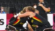 Die deutschen Rollstuhl-Basketballerinnen setzen sich nach einer spennenden Schlusspahse gegen Japan durch.