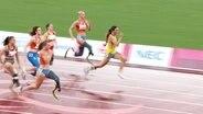 Läuferin Bensusan wird auf den letzten Metern von ihrer Konkurrentin überholt.