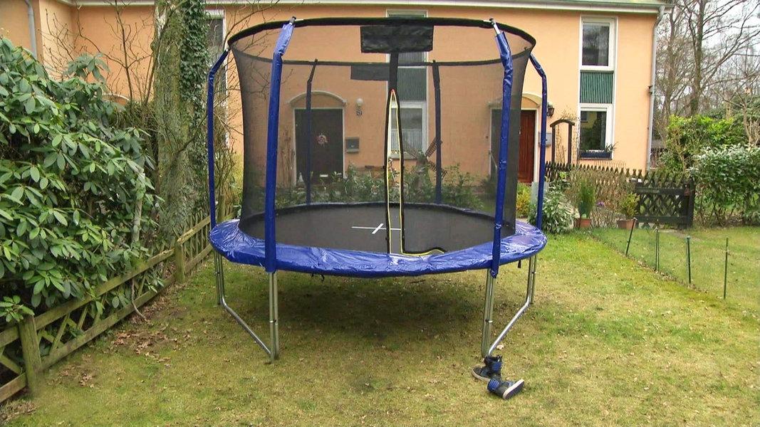 trampolin springen verletzungen vermeiden ratgeber verbraucher. Black Bedroom Furniture Sets. Home Design Ideas