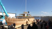 "Das Holzschiff ""Ship of tolerance"" im Bau"