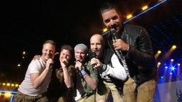 Die Band VoXXclub singt bei der Grand Prix Party auf der Reeperbahn.