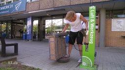 Fahrradreparaturstation an der Kieler Uni.