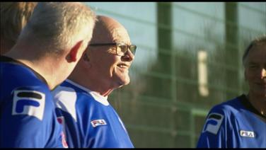 "In Großbritannien spielen Senioren ""Walking Football""."