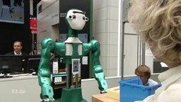Ein Roboter. der wie eine Person konzipiert ist