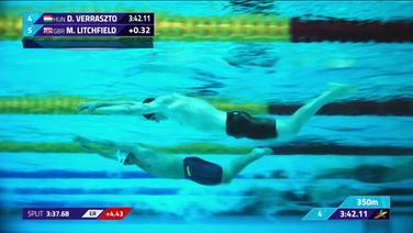 Schwimmer unter Wasser.