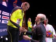 Christin Hussong bekommt ihre Medaille bei den European Championships von Christina Obergföll