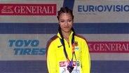 Marie-Laurence Jungfleisch bei der Medaillenvergabe im Hochspringen bei den European Championships