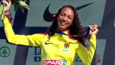Malaika Mihambo mit ihrer Goldmedaille im Weitspringen bei den European Championships