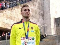 Gold-Hochspringer Mateusz Przybylko bei seiner Siegerehrung