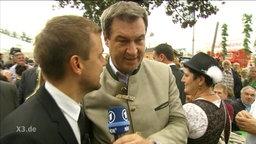 Tobias Schlegl spricht mit Markus Söder.