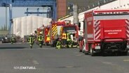 The fire brigade extinguishes the fire at the Lürssen shipyard.
