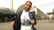 Jakob Leube trägt ein T-Shirt mit der Abbildung von Seehofer.