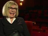 Sängerin Mary Roos lacht bei einem Interview
