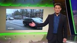 """Christian Ehring beim Stand-Up Comedy """"Taschenspielertricks bei Dieselfahrverboten""""."""