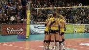 """Der Hintern einer Sportlerin, die auf ihrer Sporthose die Werbung """"Prachtregion.de"""" trägt."""