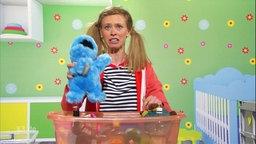 Paula mit Puppe.