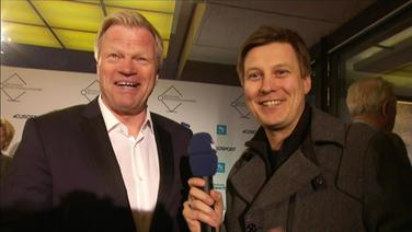 Ein Journalist vom NDR interviewt Olliver Kahn.