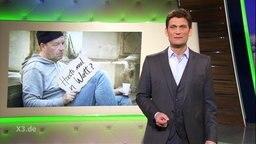 Christian Ehring im Studio, auf der Anzeigetafel ist eine Person abgebildet mit einem Schild: Haste mal n Watt?