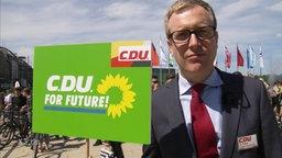 """extra 3-Bundestagsabgeordnete Philip Meyer-Degenhardt wagt sich auf """"Fridays for Future"""""""