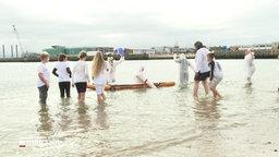 Klimagegner*innen im Wasser