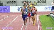 Letzte Etappe bei den 4 x 400 Metern der Männer: Der Amerikaner Nathan Strother läuft vorne weg, dahinter folgen u.a. Japan und Großbritannien.