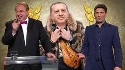 Oliver Kalkhofe neben einer Karrikatur von Erdogan.