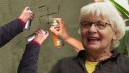 Die Frau zeigt ein von ihr verändertes Graffito.