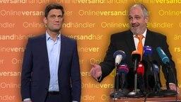 Torsten Sträter als Vize-Ersatz-Pressesprecher bei Pressekonferenz.