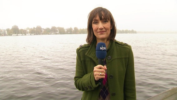 Theresa Pöhls moderiert Hamburg Journal 18:00 Uhr.