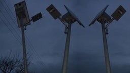 Straße mit Solarlampen