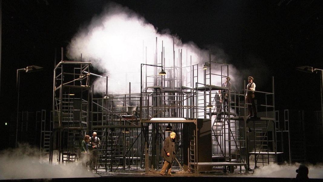 "Premiere: Kafkas ""Das Schloss"" im Schauspielhaus"
