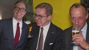 Unser extra 3-CDU-Abgeordneter Philipp Meyer-Degenhardt mit Philipp Amthor und Friedrich Merz beim traditionellen Heringsessen.