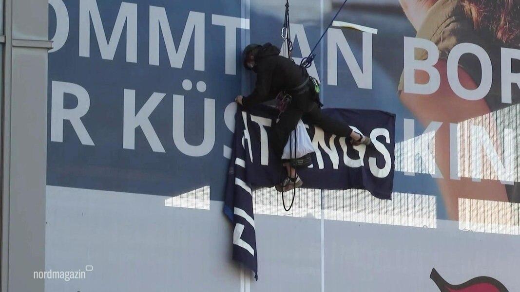 Banner-Aktion in Rostock: Feuerwehr und Polizei im Großeinsatz