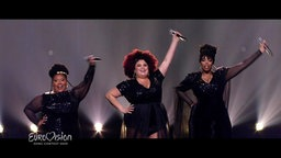 "The Mamas performen ""Move"""