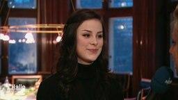Die Sängerin Lena während eines Interviews.