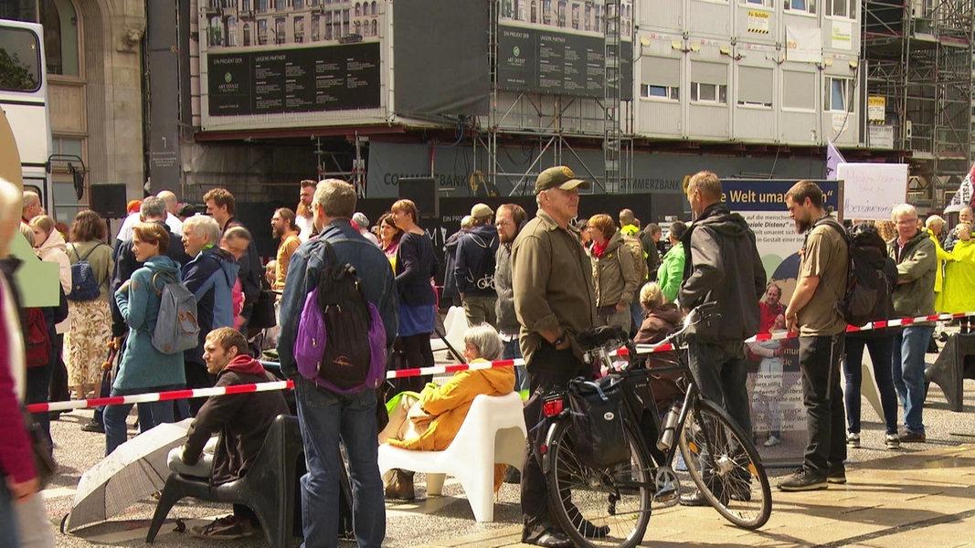 Demo gegen Corona-Auflagen am Jungfernstieg