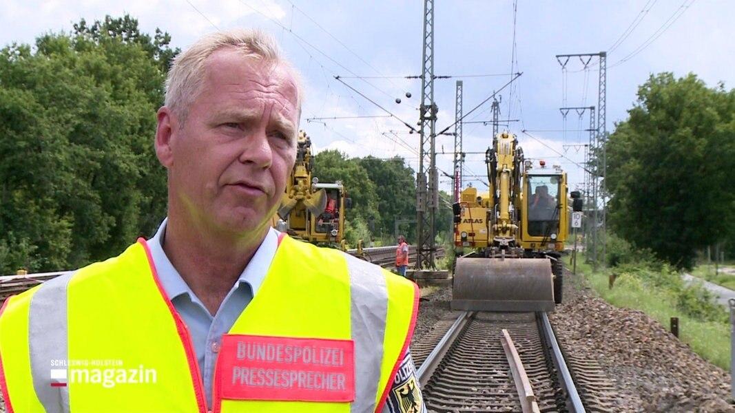 Halstenbek: Kranarbeiten am Gleis nach Bahnunfall
