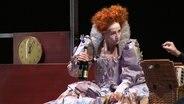 """Barbara Nüsse als Maria Stewart im Stück """"Ode an die Freude"""" im Hamburger Thalia Theater"""