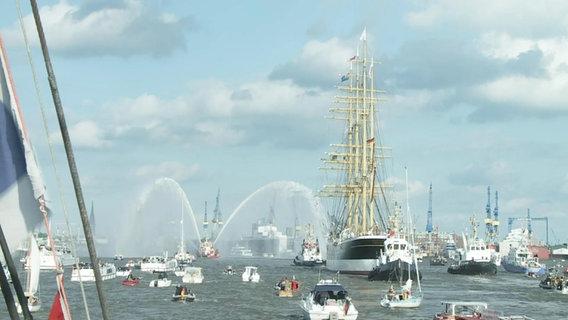 """Die """"Peking"""" erreicht Hamburg."""