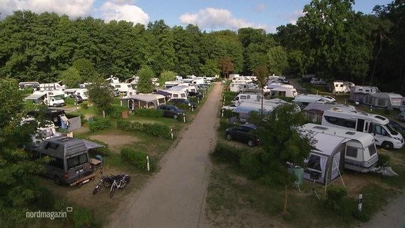Wohnmobile auf dem Ückeritzer Campingplatz.