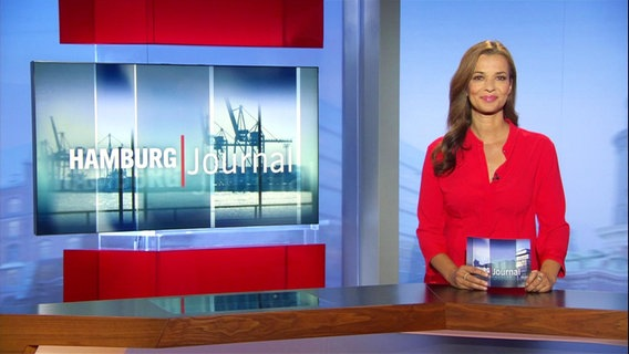 Julia-Niharika Sen moderiert das Hamburg Journal.