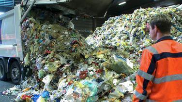 Anlieferung Gelbe Tonne-Abfall Braunschweig © © NDR/filme & consorten gbr, berlin