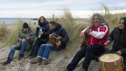 Die Rostocker Band Irish Coffee spielt am Strand © NDR