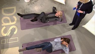 Die Kessler-Zwillinge und Inka Schneider machen Gymnastik im DAS! Studio. © NDR