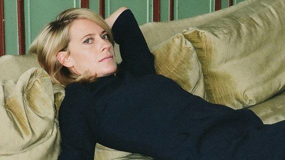 Caroline Peters Zu Gast Ndrde Fernsehen Sendungen A Z Das