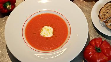 Gazpacho mit Joghurt-Mayo-Dip
