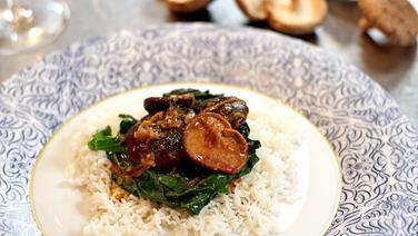Shiitake-Pilze mit Spinat und Reis